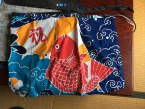大漁旗をリメイクしたエプロン